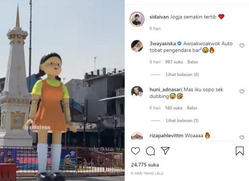 Boneka Squid Game di Tugu Yogyakarta