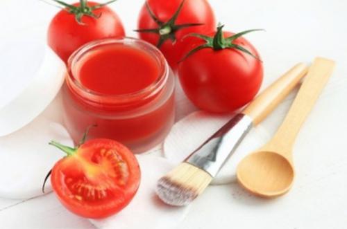 Masker wajah tomat. (Foto: Shutterstock)