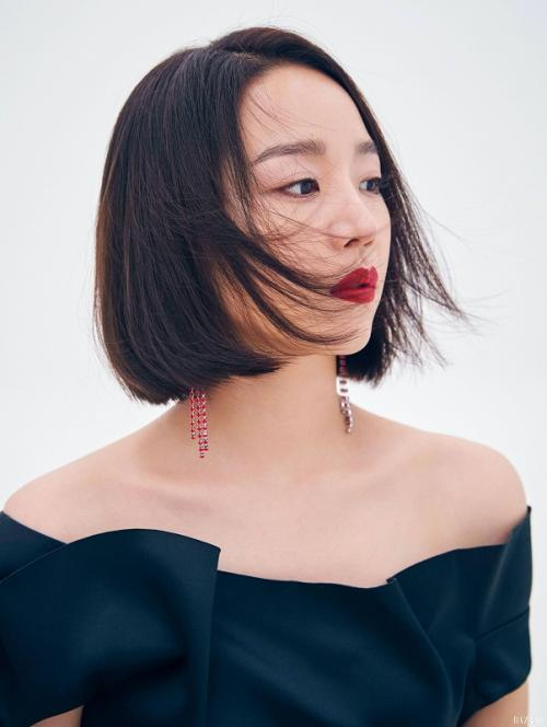 Shin Hye Sun mempertimbangkan untuk membintangi film Brave Citizen. (Foto: Harper's Bazaar)