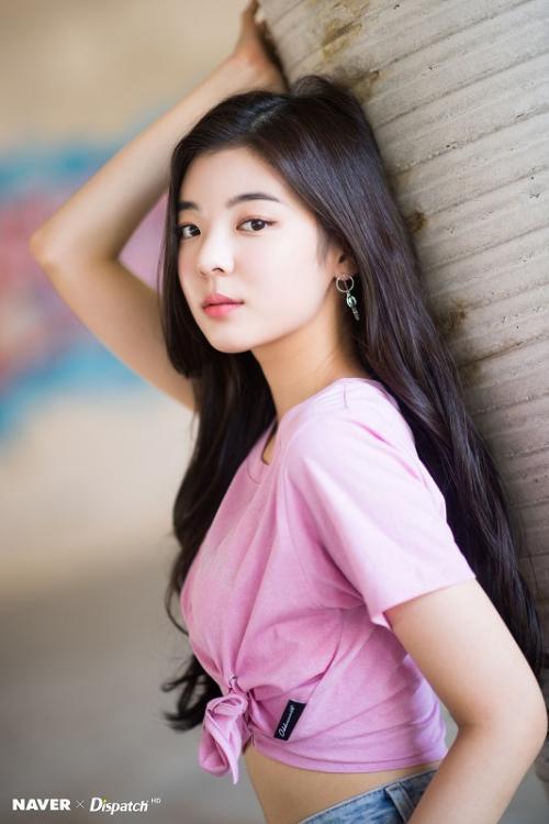 Lia ITZY jatuh di panggung K-Pop Festival Gangnam Onctact 2021. (Foto: Dispatch)