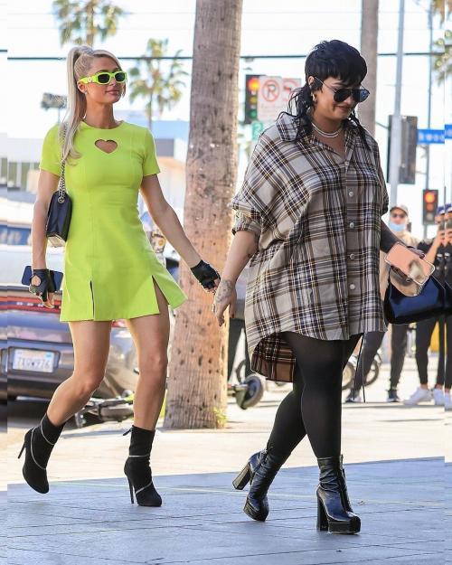 Demi Lovato dan Paris Hilton