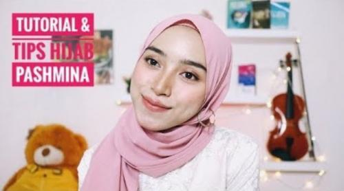 Tutorial hijab pashmina. (Foto: YouTube NiasiscaWRD)